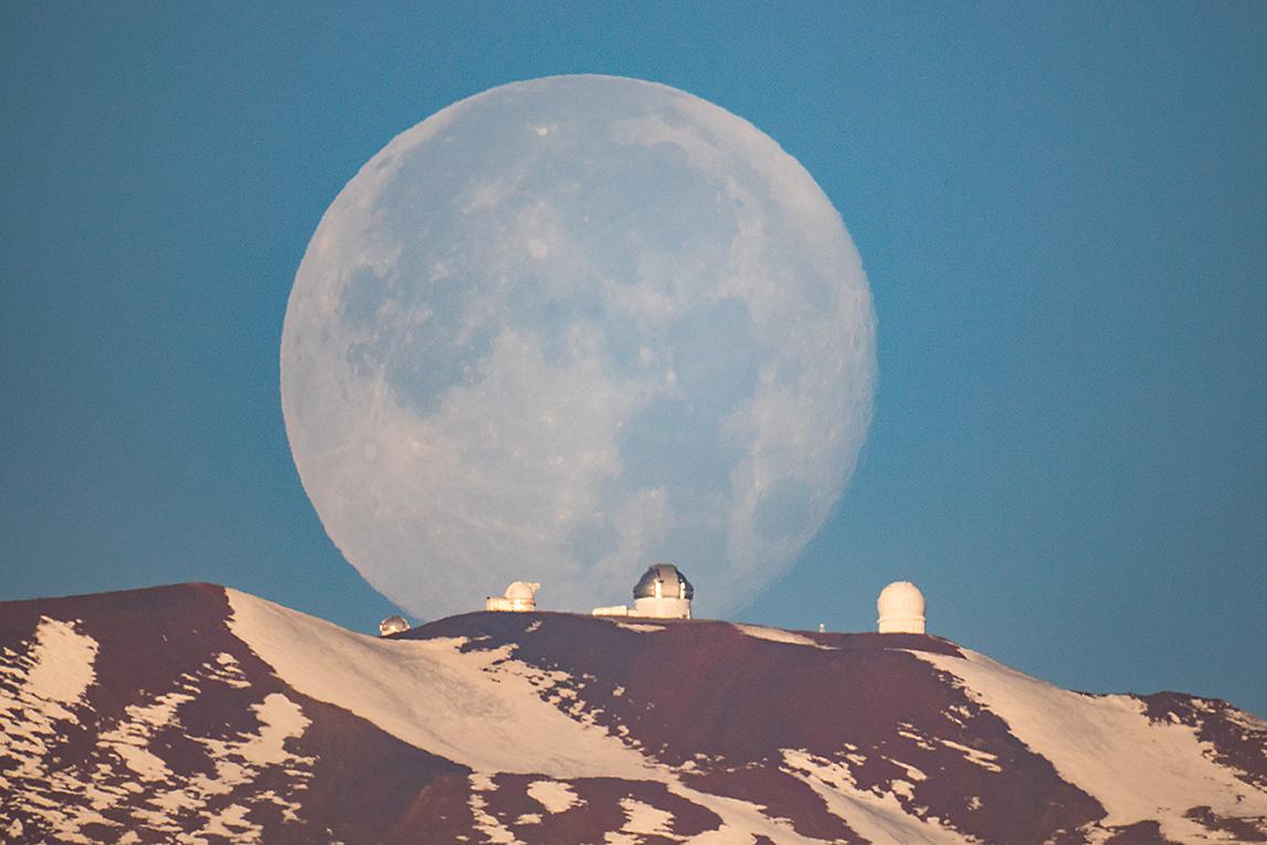 Mauna Kea Moonset © Sean Goebel