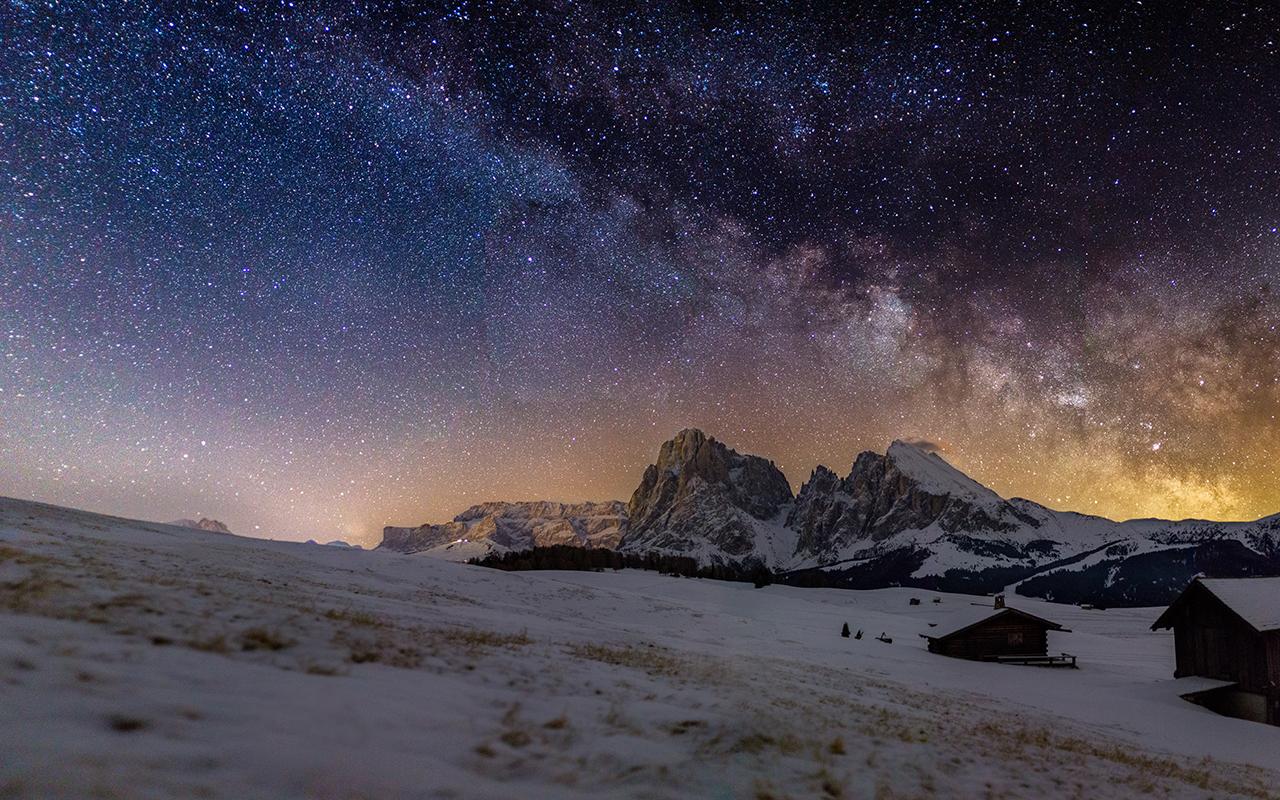 Milkyway above Alpe di Siusi Dolomites © Fabian Dalpiaz