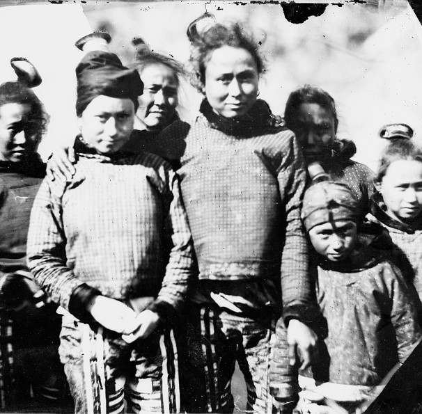 Image of Inuit women and girls