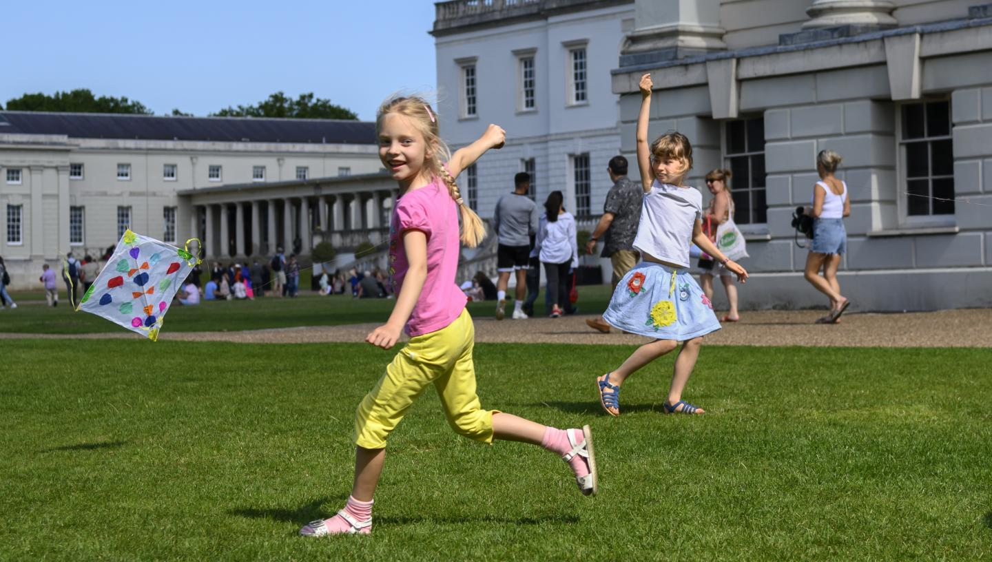 girls playing outside museum