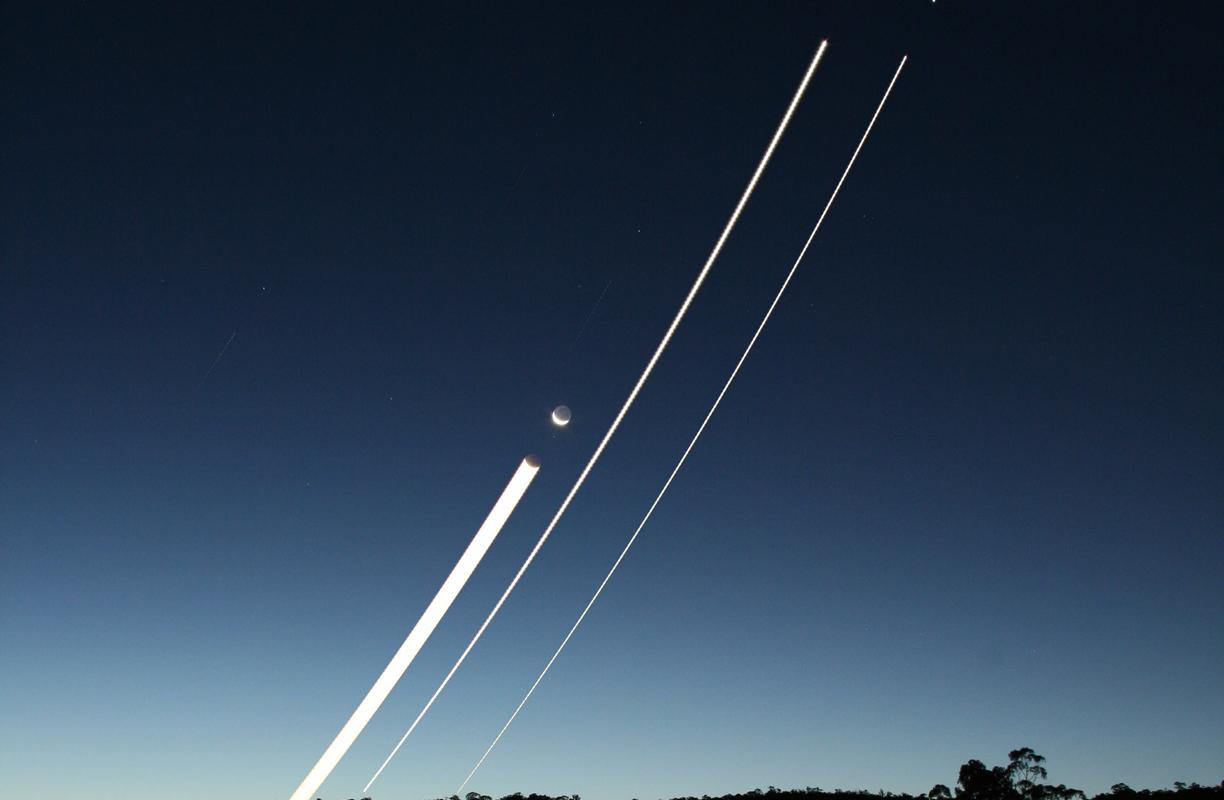 Venus, Jupiter and Moon trails over the Nepean River © Vincent Miu, Astronomy Photographer of the Year Earth and Space Runner Up 2009
