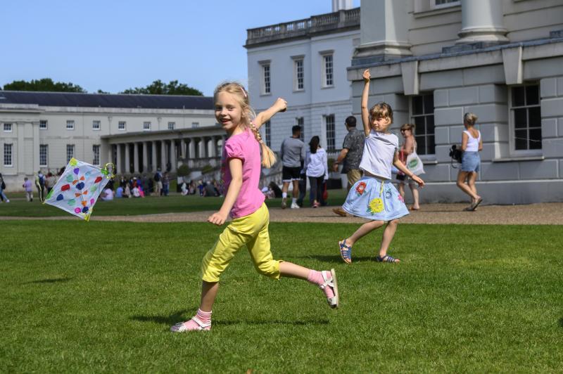 girls playing outside museum