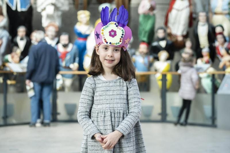 (source of a little girl wearing a paper crown with feathers picture)